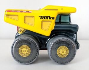 Hallmark-TONKA-Dump-Truck-Tree-Ornament-2017-New-whit-label-2HCM2838