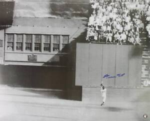Giants-Willie-Mays-Signed-Authentic-16X20-The-Catch-Photo-W-Say-Hey-Hologram