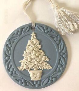 VINTAGE-WEDGWOOD-CHRISTMAS-TREE-ORNAMENT-1988-JASPERWARE-DISC-EUC-No-Box