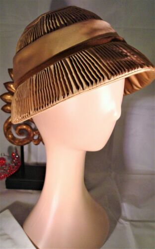 Vintage FLUTED DACHETTES' CLOCHE - Pink Cloche Hat