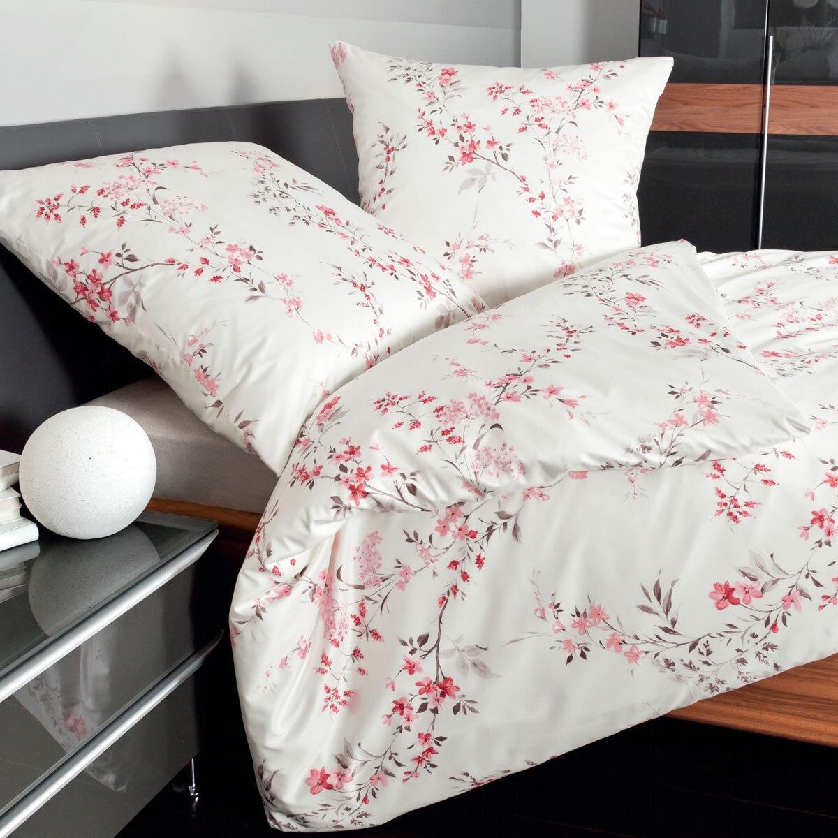 Janine Fein-Biber Bettwäsche Davos Design 65036-01 granatrosé rot Blaumen Blüten
