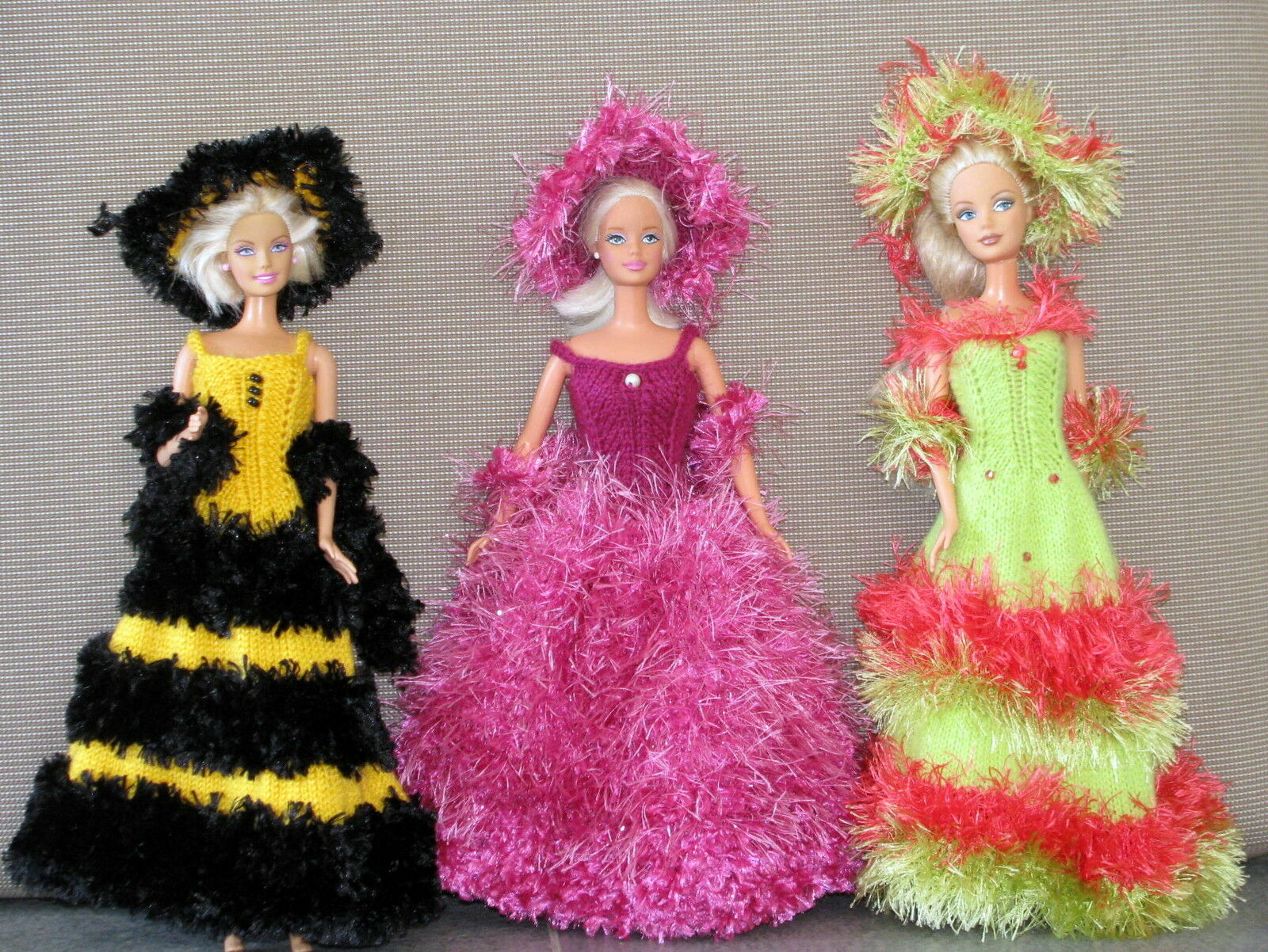 3 robes de poupée barbie modèles uniques faites main made in France chapeau boa8