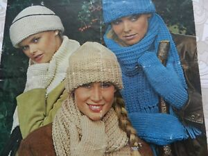 Knitting-Pattern-Women-Ladies-Hat-Scarf-and-Mittens-Chunky