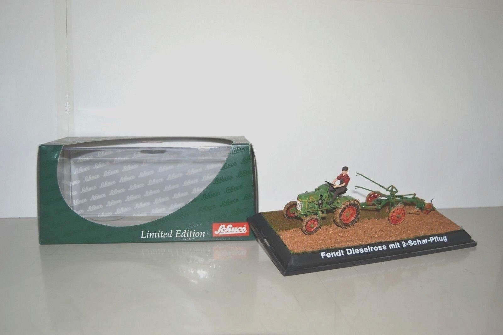 Schuco 1/43. Fendt Dieselross F20G 1955 diorama charrue + figurine. Réf. 02727.