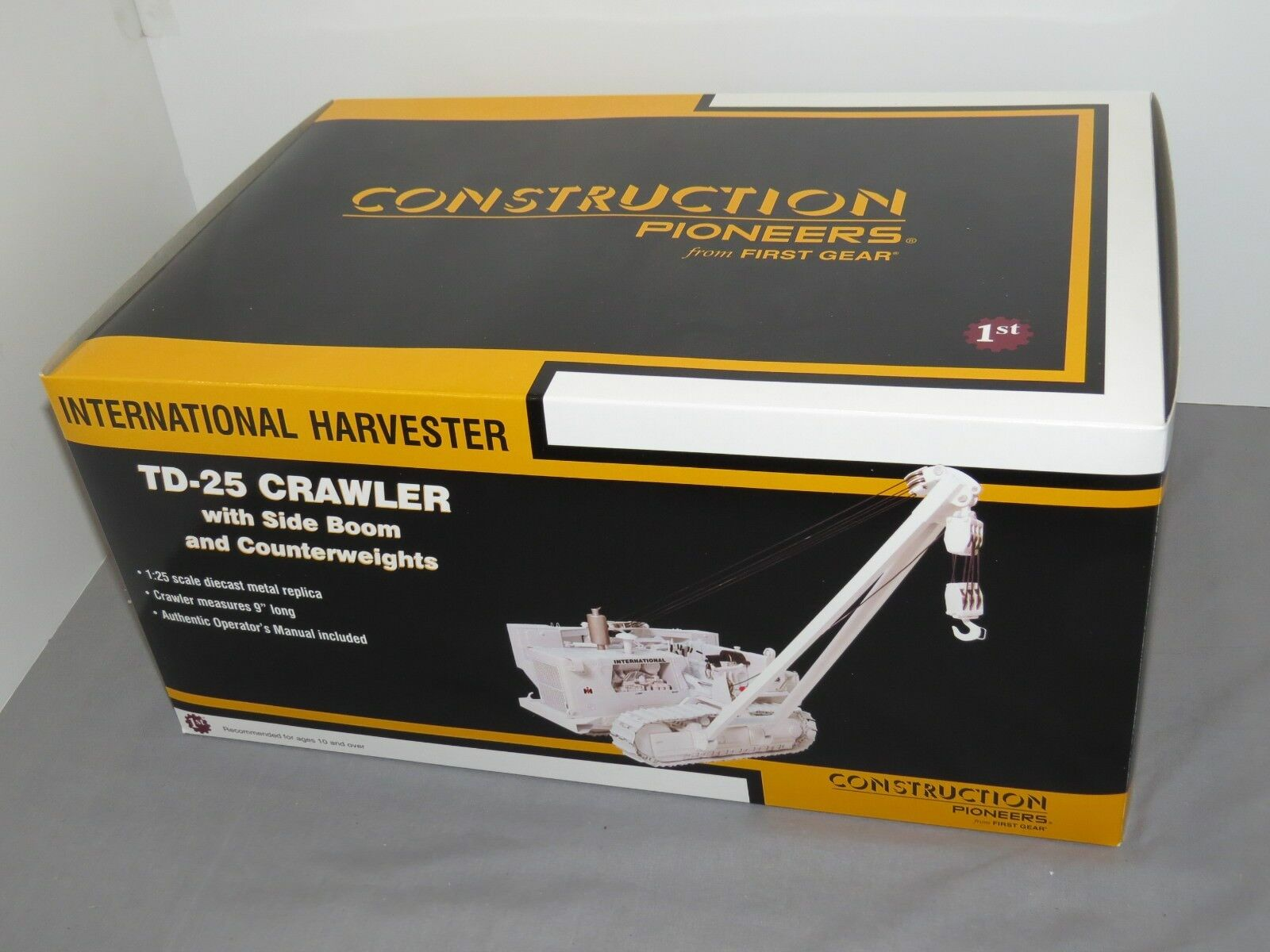 International TD-25 Crawler With Side Boom Counterweights First Gear Gear Gear 1 25 WHITE d002e1
