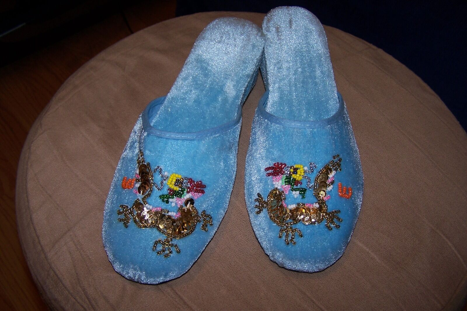 """Ladies Beautiful Embroidered 1 1/2"""" Platform Heel Slippers Various Sizes-Colors"""