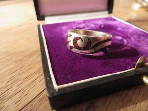 Super-Toller-925-Silber-Ring-Unisex-Tribal-Muster-Schwarz-Rot-Gesprenkelt-Design
