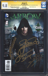 ARROW-1-Photo-CGC-9-8-SS-4x-Signed-by-Amell-Bennett-Barrowman-amp-Ramsey