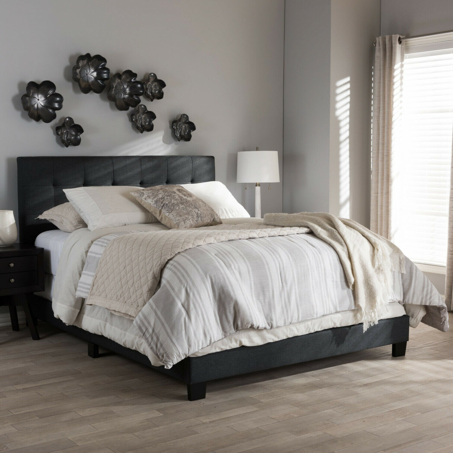 Porch and Den Bayview Charcoal grau Upholsterot Bed