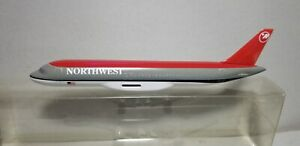 CMD-MODELS-NORTHWEST-AIRLINES-A320-1-200-SCALE-PLASTIC-SNAPFIT-MODEL