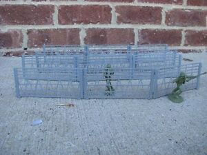 MPC-WWII-Barbed-Wire-Fence-Sections-Barricades-D-Day-Playset-Accessory-Soldier