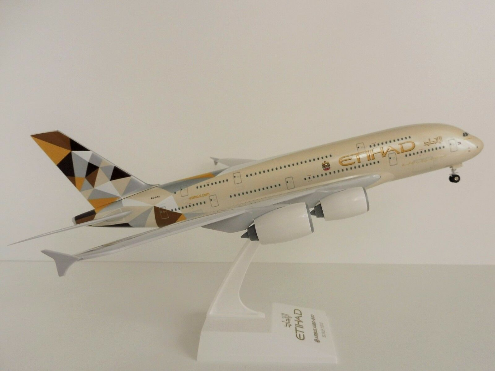 Etihad Airways Airbus a380-800 a6-apa 1 200 skr840 Skymarks Abu Dhabi NEW COLOUR