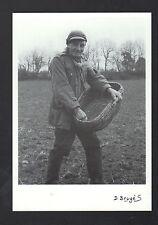 NEUVEGLISE (15) AGRICULTEUR aux SEMAILLES D'AUTOMNE en 1991