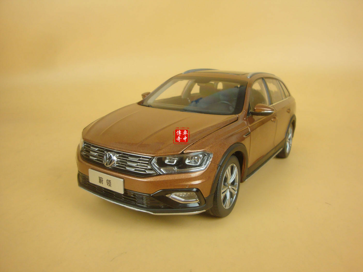 1 18 Volkswagen C-Trek C-Trek Modelo Diecast Coloree Marrone + Regalo
