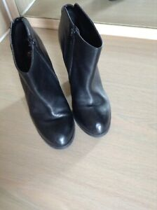 River Island Size 5 Ankle Black Boots