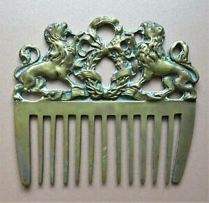 antique-peigne-a-criniere-en-bronze-aux-lions
