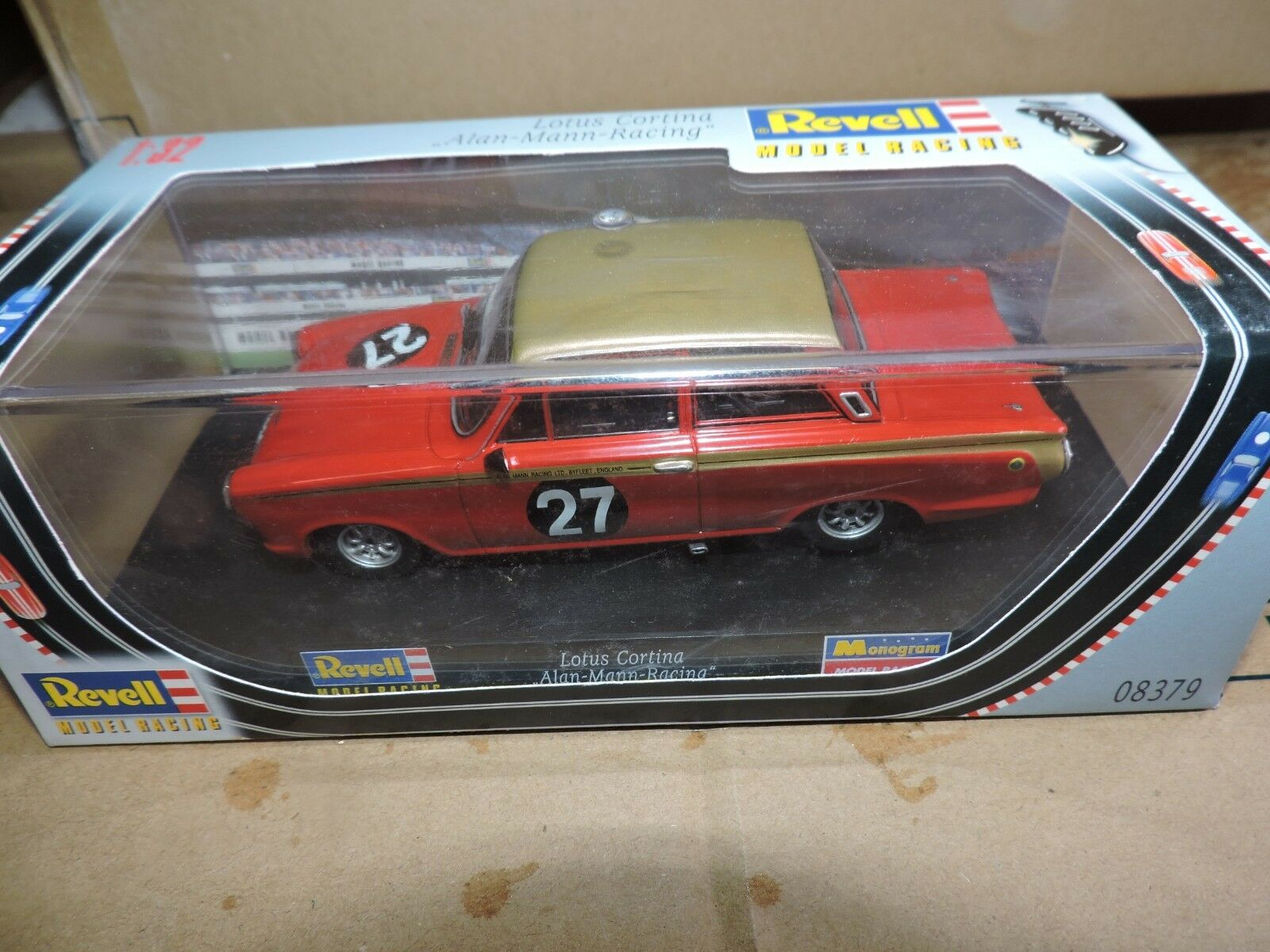 REVELL 1 32nd Scale slot car Lotus Cortina Nº 27 Alan Mann Racing   08379
