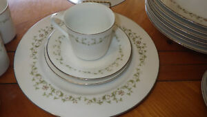 Elegance-by-Sheffield-Fine-Bone-China-Dinnerware-Service-8-32-pieces-EUC