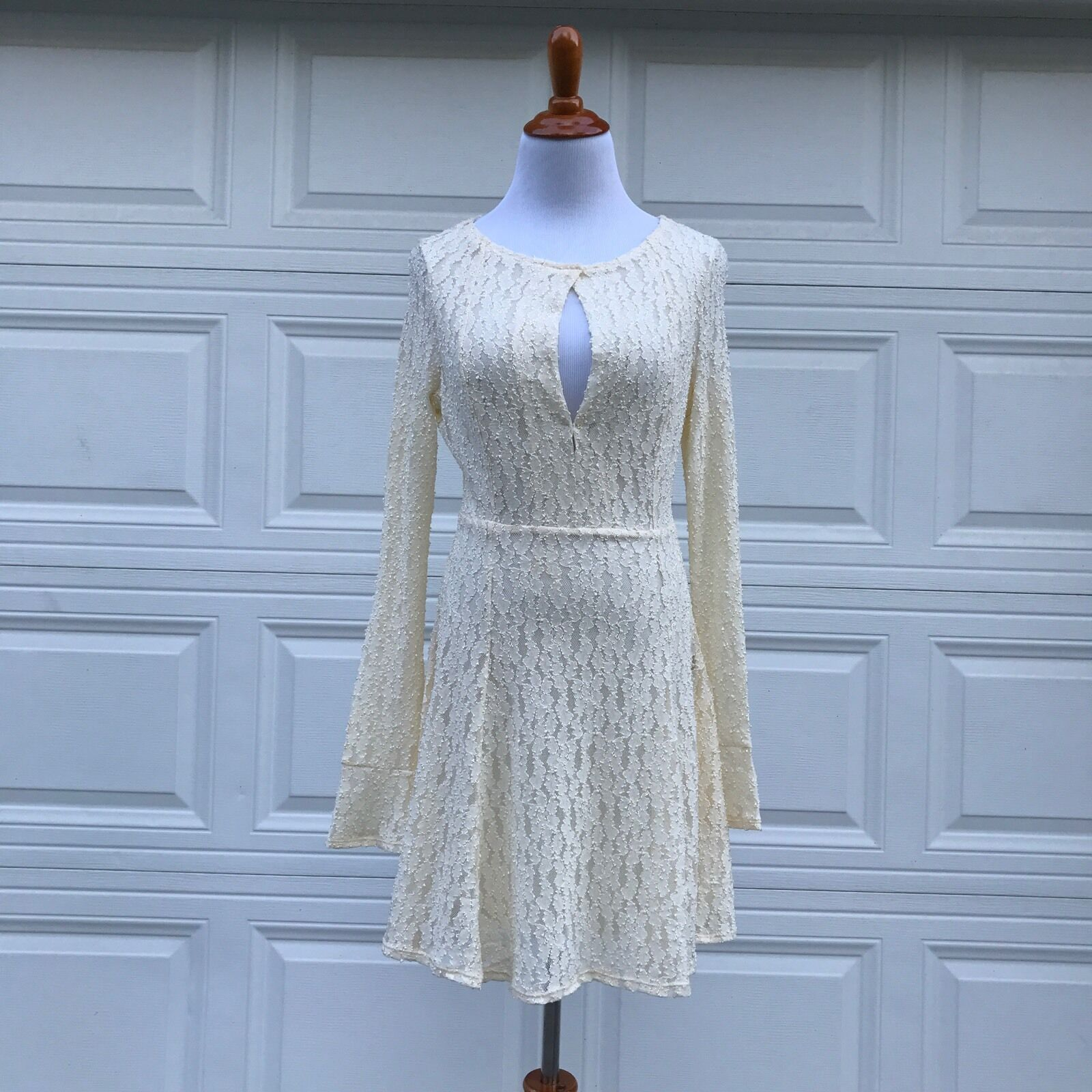 Free People damen Dress M Lace Fitted Waist Flowy Occasion Party New Open See