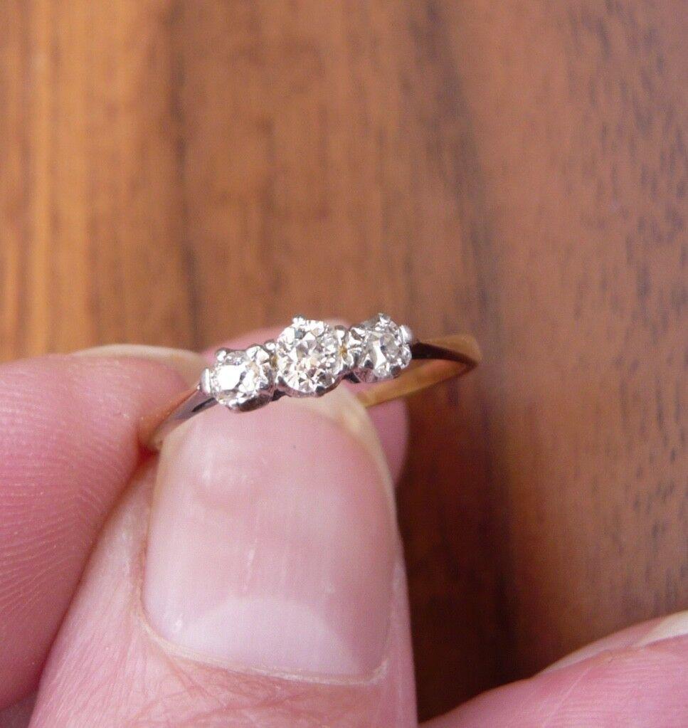 18ct gold 3 diamond ring size O
