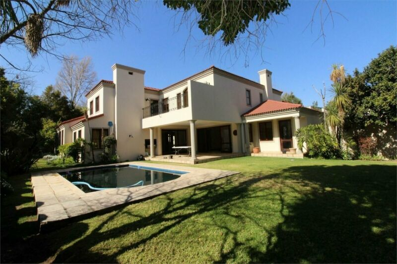 Classic 5 Bedroom Home in a quiet Village in Dainfern Golf Estate