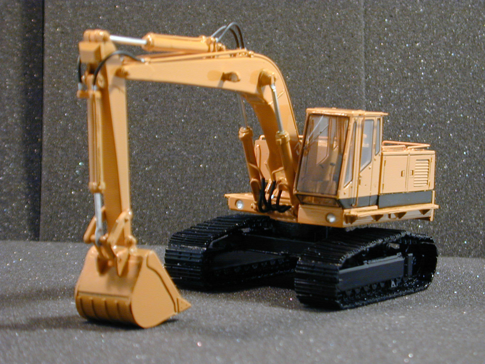 Resin 1 50 Excavator C225 - Ready Made by Dan Models