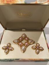 NEW in Box - BEAUTIFUL MONET GOLD TONE FAUX PEARL PIN / BROOCH & EARRING (R15)