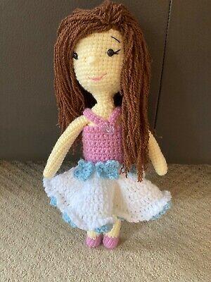 How to Attach Hair to a Crochet Doll - thefriendlyredfox.com | 400x300