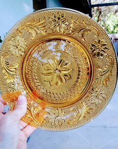 Indiana-Glass-Tiara-Sandwich-Pattern-Luncheon-Salad-Plate-Depression-glass-Amber