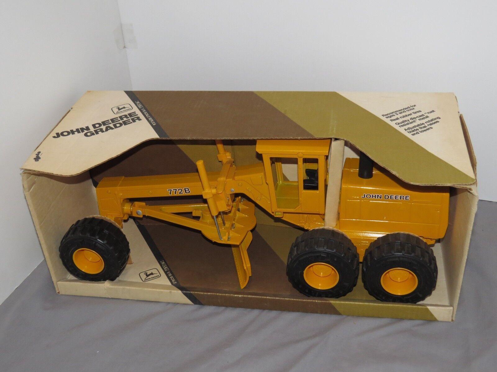 John Deere 772B Motor Road Grader 1 16 Ertl Toy Die Cast Metal JD HUGE nice NIB