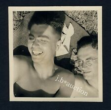 Nude Guys Fooling around on the Meadow/uomini divertimento * 1950s Photo GAY INT