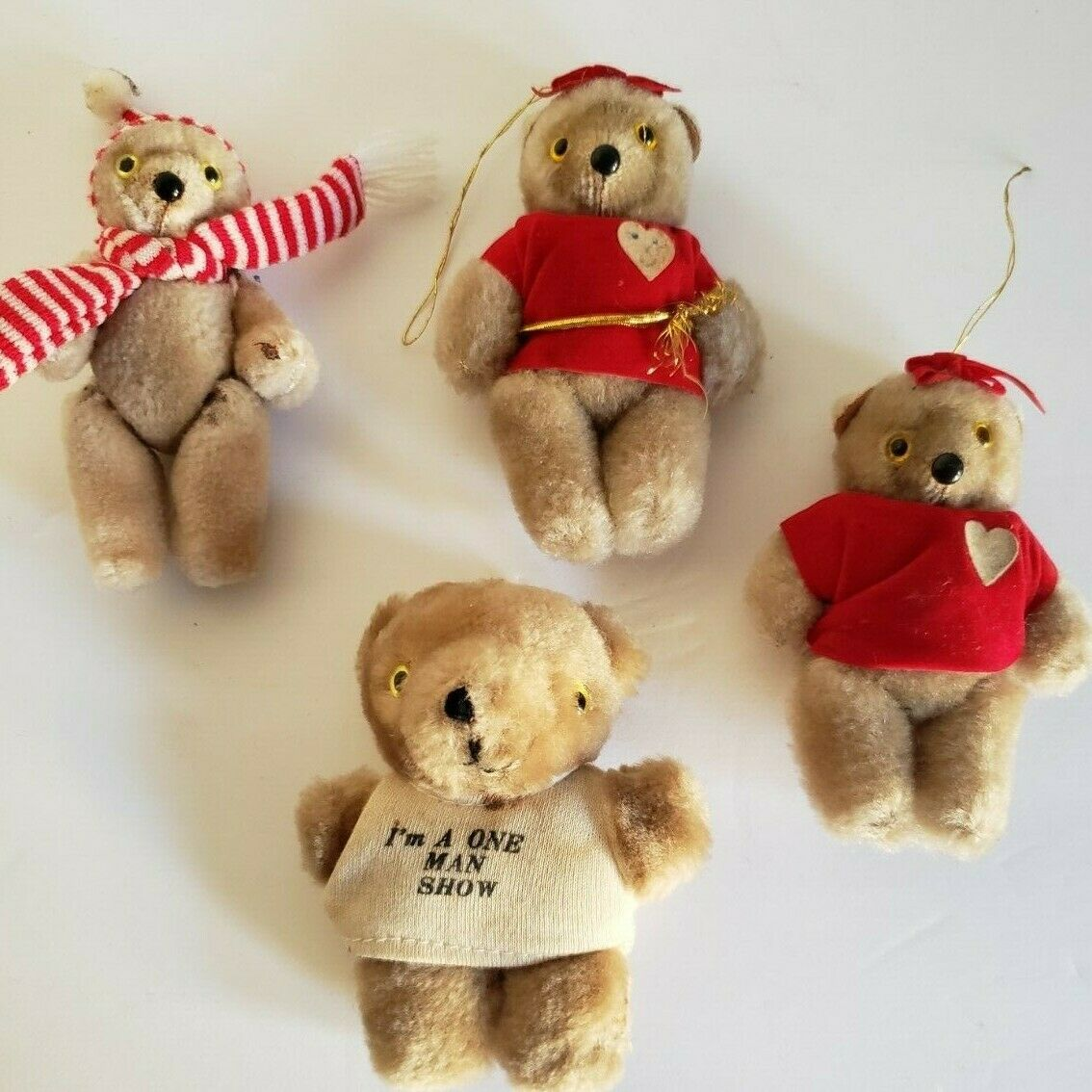 VINTAGE BEIGE JOINTED TEDDY BEARS LOT. Gelb EYES, MINIATURE NOVELTY, SOUVENIRS