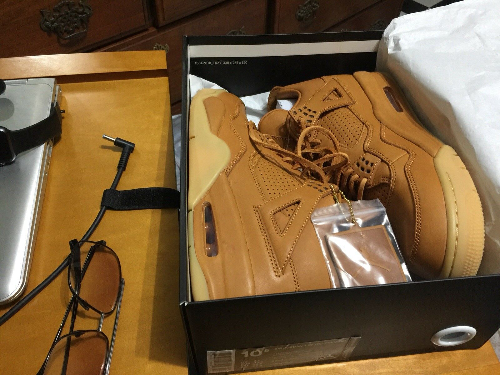 Nike AIR JORDAN 4 RETRO PREMIUM size  11 (US) NEW with Tags  0 AUTHENTIC