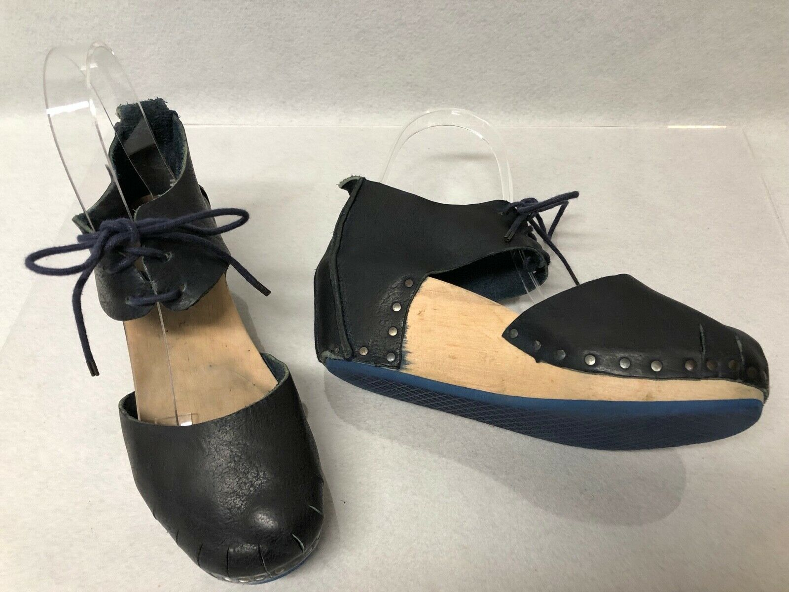 Trippen Fine blå läder Stud Lace Ankle Slit Toe Toe Toe trä Clog Sandals EU 37 US 7  lyx-märke