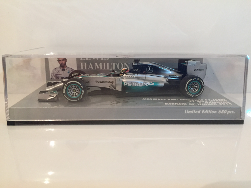 Minichamps 410140244 Lewis Hamilton Bahrain Gp Vincitore 2014 LIMITATO 680 pezzi