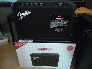 Fender-MUSTANG-GT-40-amplificatore-MULTIEFFETTO-combo-con-USB-NUOVO