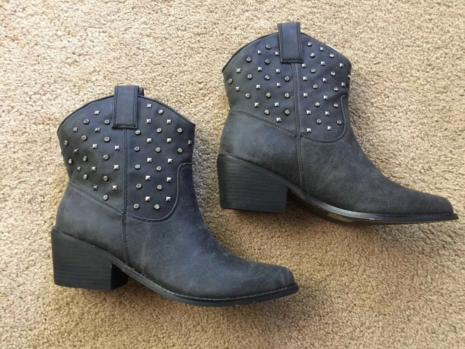 New woman's short bling cowboy boots size 8.5