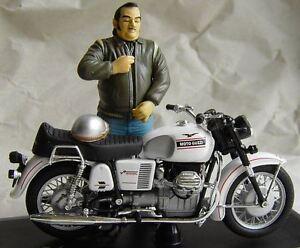 Moto-Guzzi-V-7-especial-1971-personaje-conductor-Joe-bar-solido-1-18-escolar