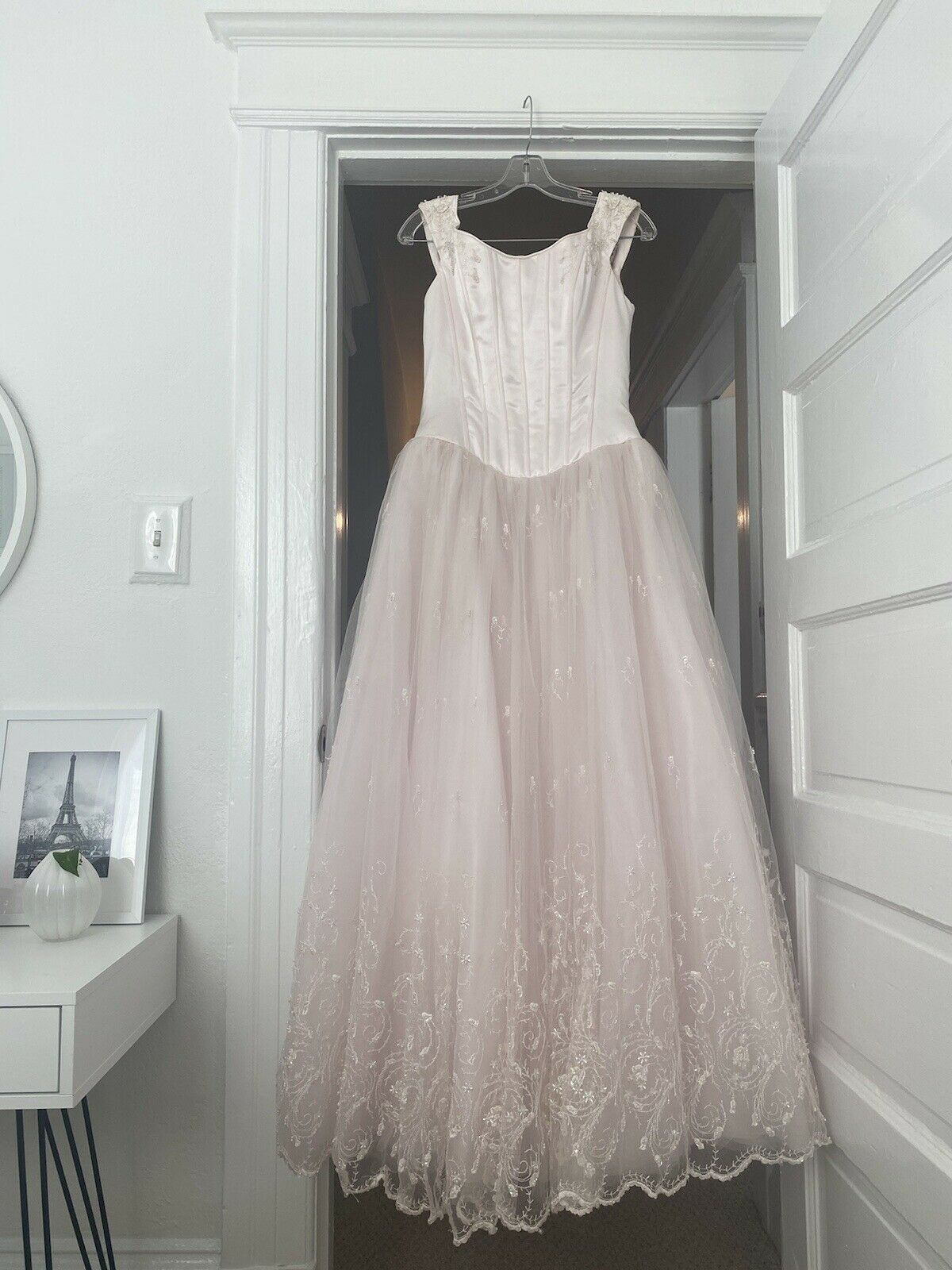 Vintage Lace A-LINE Floor Wedding Dress Heart V Neck Sleeveless Bridal Gown