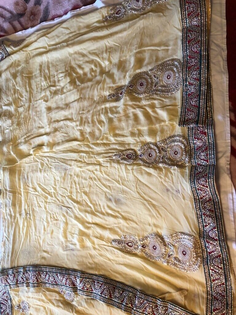 indian saree with ready made blouse