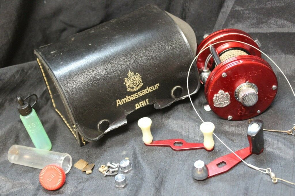 Red Ambassadeur 5000 Bait Casting Fishing Reel 721200 With Case & Extra Parts