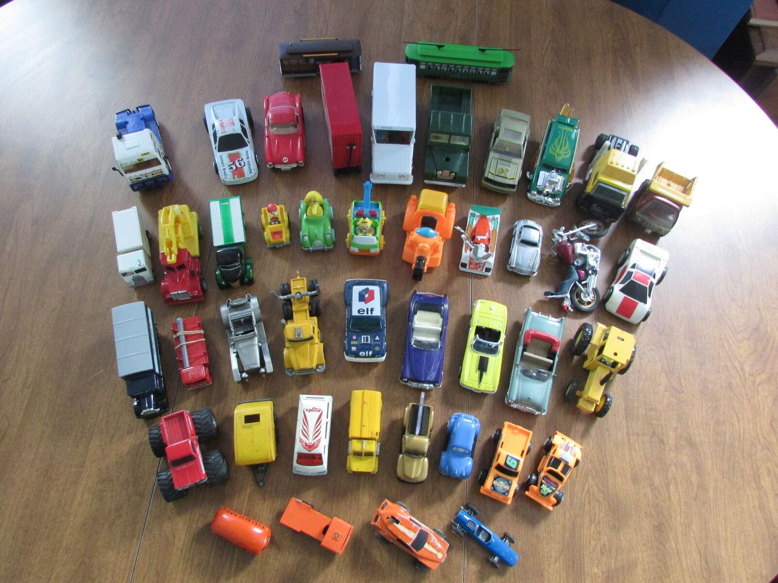 Enorme antiguo de plástico y Diecast Escala y vehículos vehículos vehículos mixtos Lote de 44 jmsr 21 24140d