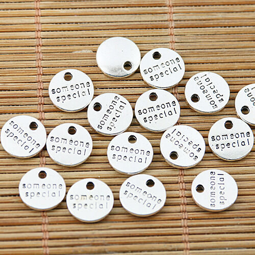 32pcs Tibetan Silver Round quelqu /'un de spécial lettres Charms EF1476