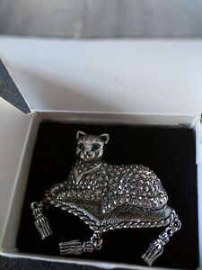 Vintage Avon Regal Cat Pin Silver Tone with Green Crystal Eyes with Original Box
