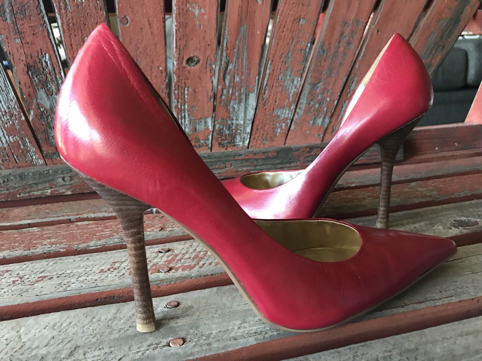 ReD LeaTHeR Sz 8 EUC Pointy Toe CARRIE Stilettos Heels PUMPs GuESS
