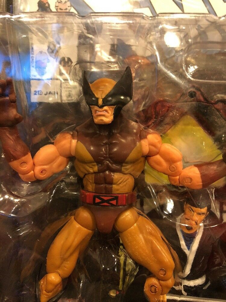 ToyBiz 2004 Marvel Legends Series VI Wolverine Super Poseable figure MOC