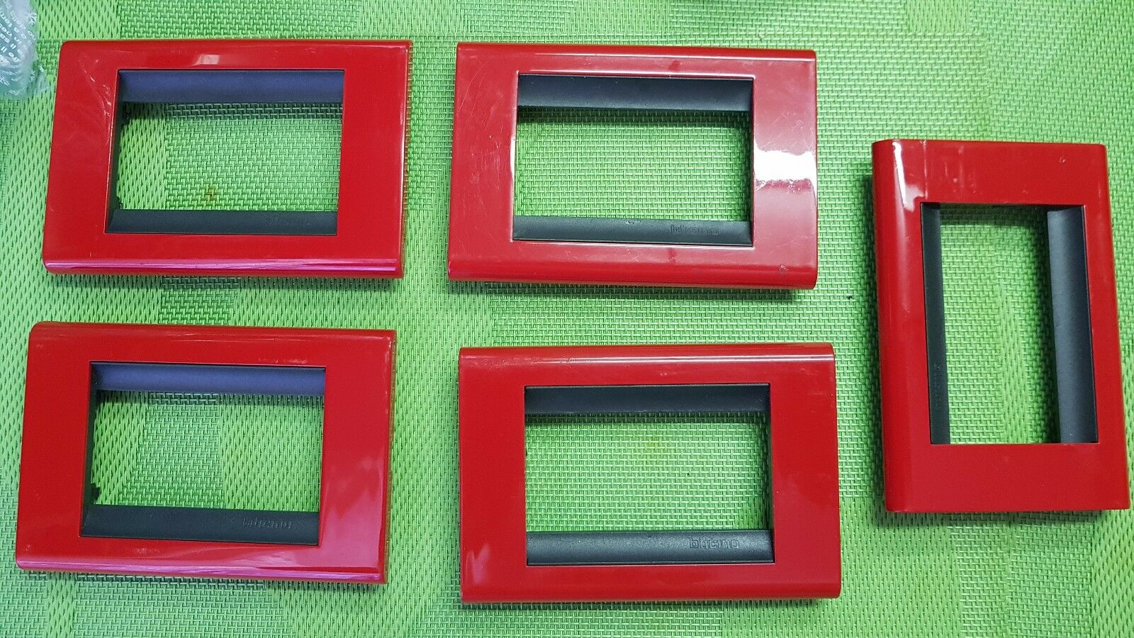 5 PLACCHE BTICINO LIVING CLASSIC A 3 POSTI color red COD.4713RS