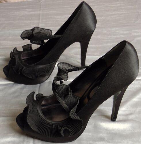 Black Ruffle Platforms Peep toe, sz 9B, Charles Da