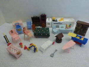HUGE LOT OF VINTAGE RENWAL IDEAL DOLLHOUSE MINIATURE FURNITURE MIXED 1:16 BABY