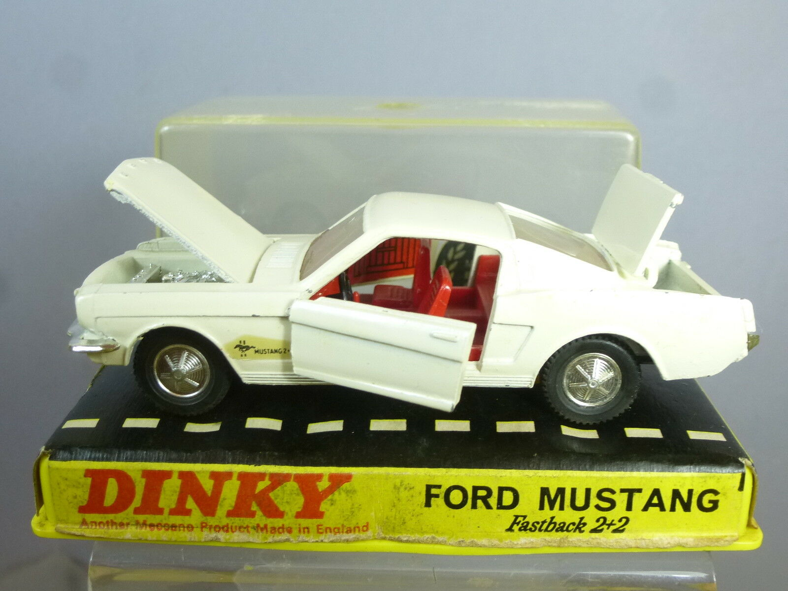 VINTAGE  DINKY TOYS MODEL No.161   FORD MUSTANG 2+2    PERSPEX BOX      VN MIB